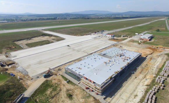 Flughafen Budweis: Start im Sommer