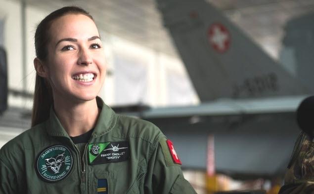 Erste Schweizer Kampfjet-Pilotin