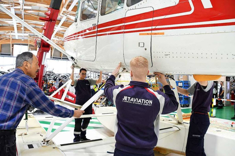 Jet Aviation-Azubis restaurieren Wasserflugzeug