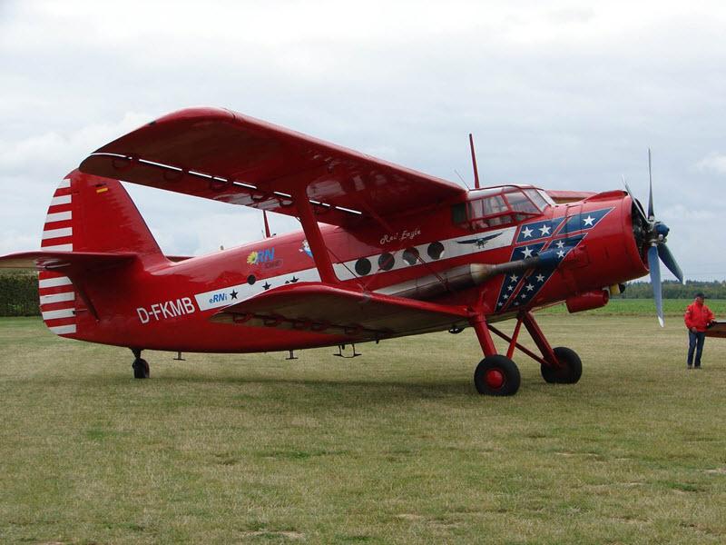 Antonov-Doppeldecker über dem Ruhrgebiet