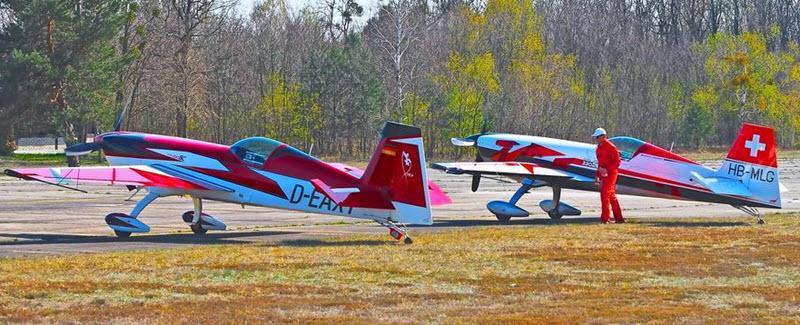 Kunstflieger trainieren am Welzower Flugplatz