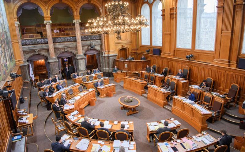 Schweizer Parlament beschliesst Flugticket-Abgabe