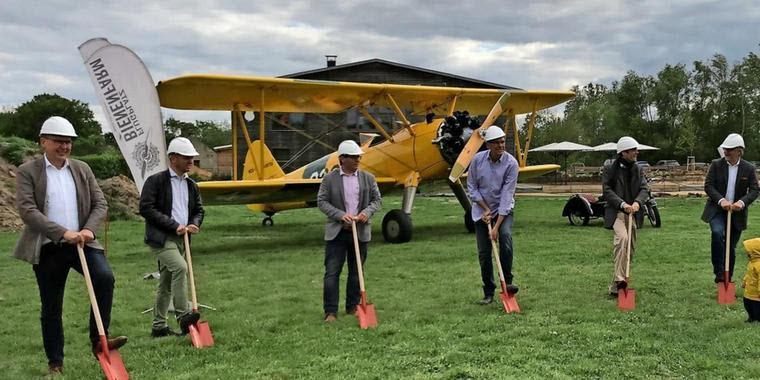 Neuer Hangar für den Flugplatz Bienenfarm
