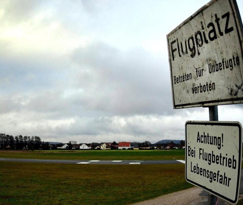 Flaneure auf Neumarkter Flugfeld