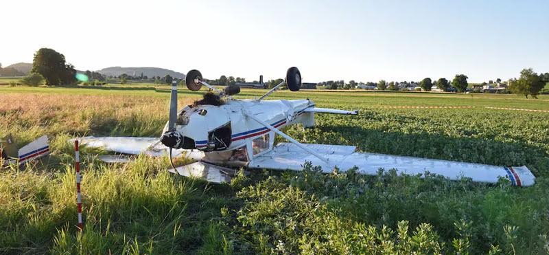 Cessna überschlägt sich nach Start