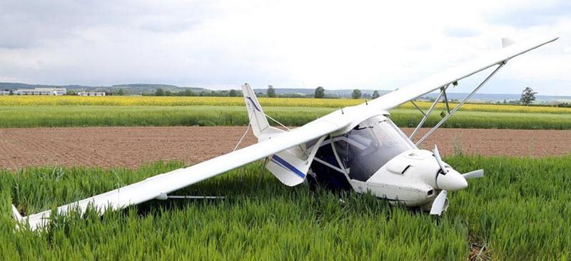 Flugzeug von Windböe erfasst
