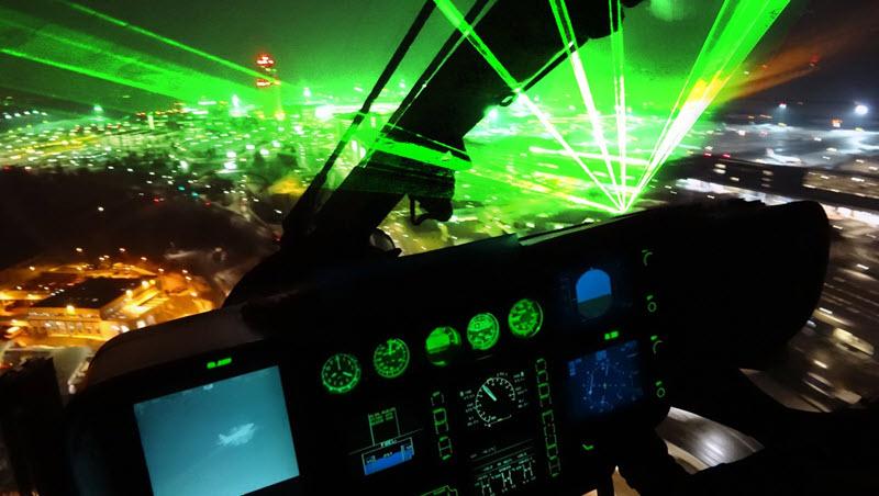 Laser zielt auf Flugzeug