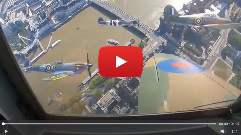 Blick aus einer Spitfire auf London