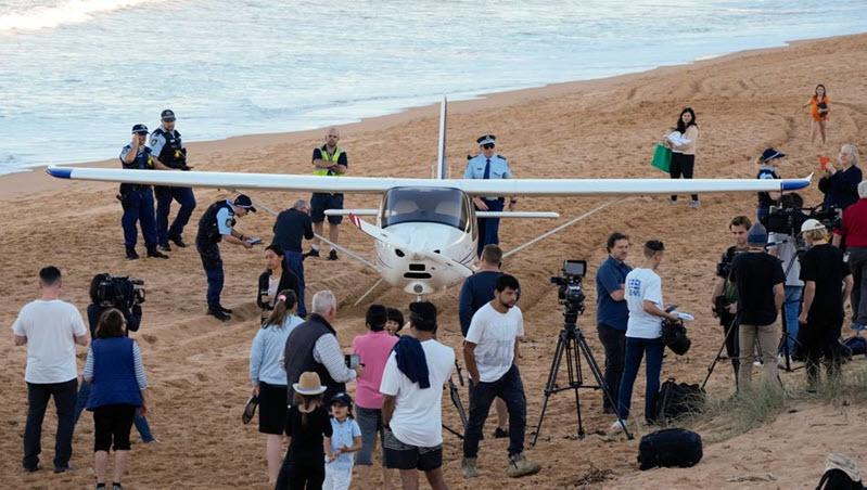 Leichtflugzeug gelingt Notlandung am Strand