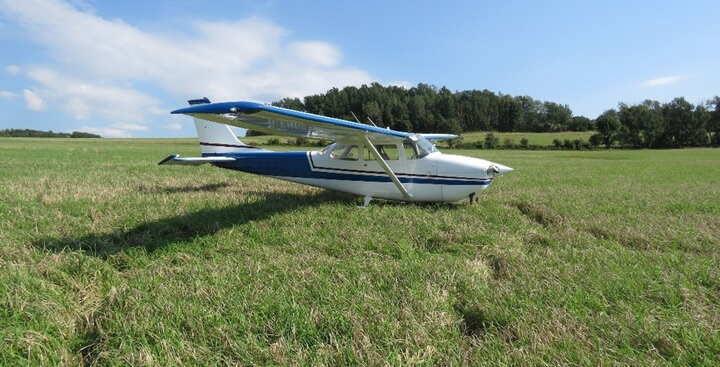 Kleinflugzeug muss notlanden