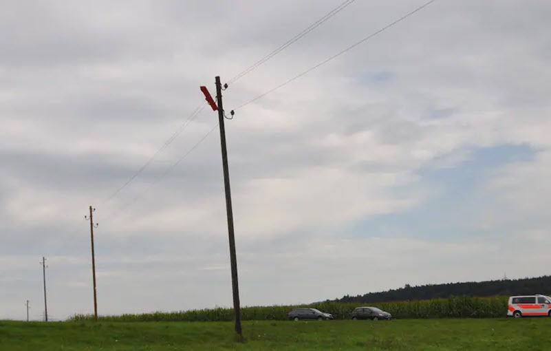 Unfall mit Modellflugzeug in Stromleitung